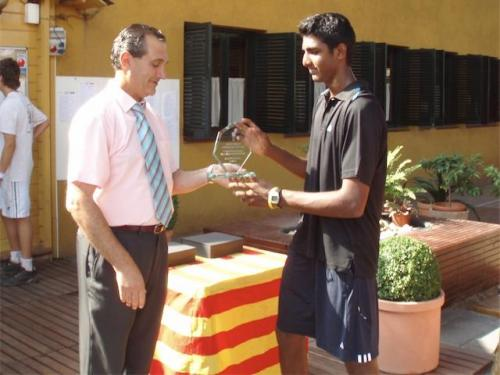 Prajnesh receiving trophy